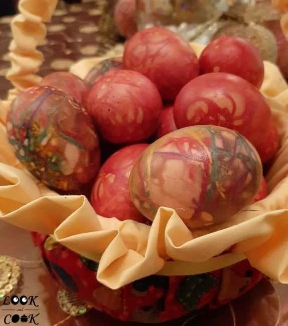 Βάψιμο αυγών με κλωστές