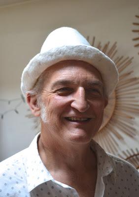 chapeau clown blanc laine feutrée à l'eau et savon