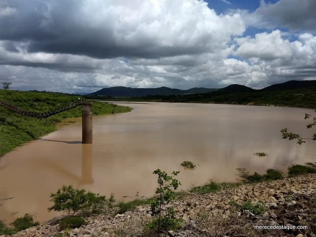 Bairros de Santa Cruz do Capibaribe voltam a receber abastecimento de água