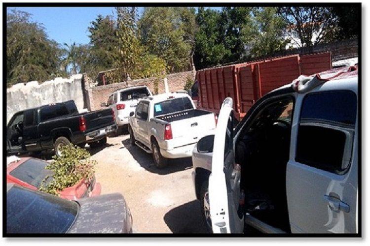 Sinaloa, aseguran un arsenal y 18 vehículos tras balacera con comando de Sicarios