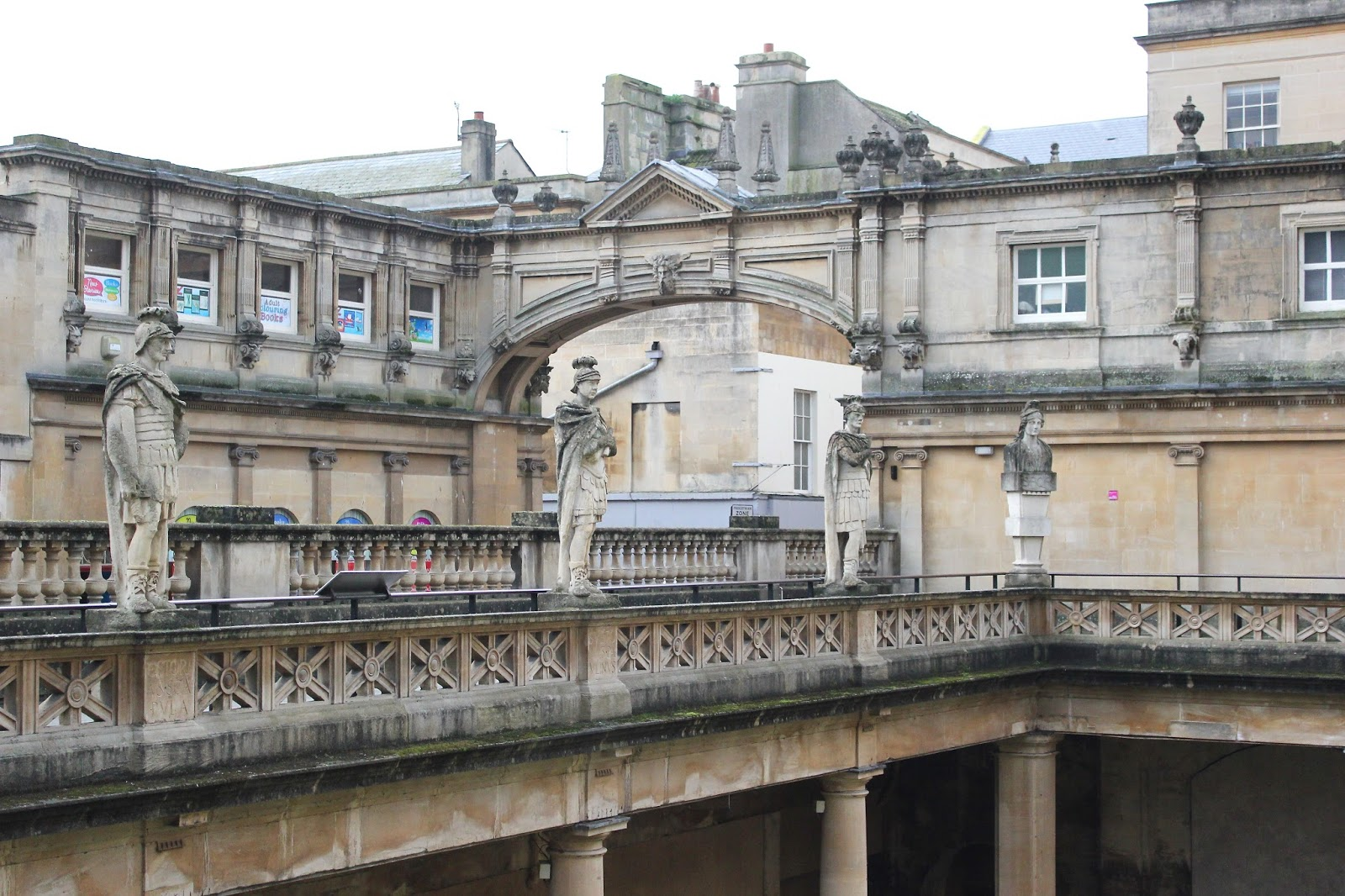 travel guide about Bath, talking about what to do, where to eat, and where to stay. Including the Roman Baths, Bath Abbey and Gray's Boutique B&B