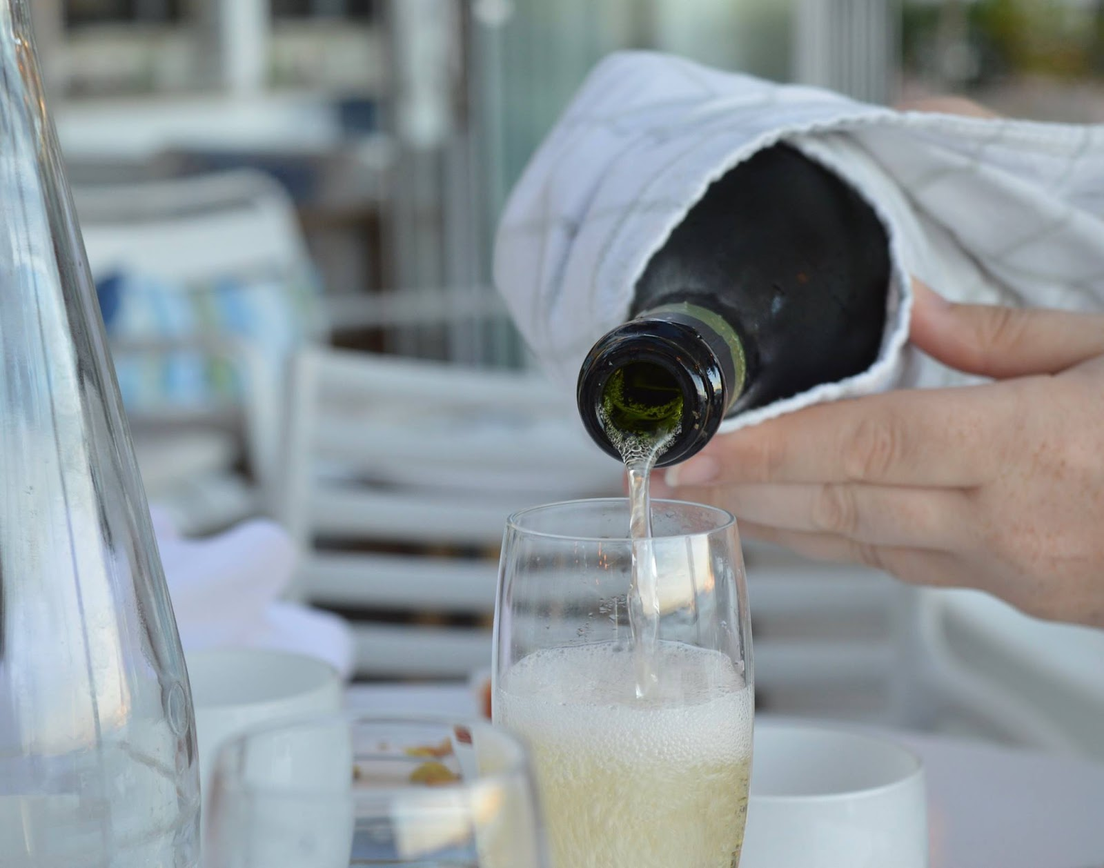 A Dad's Top 10 Holiday Essentials #MarkWarnerDad - pouring wine