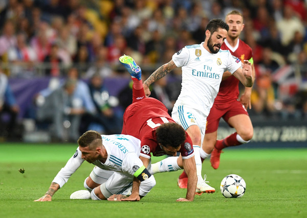 Mohamed Salah of Liverpool lands on his shoulder after a collision with Sergio Ramos of Real Madrid, leading to him going off injured during the UEFA Champions League Final between Real Madrid and Liverpool at NSC Olimpiyskiy Stadium on May 26, 2018 in Kiev, Ukraine