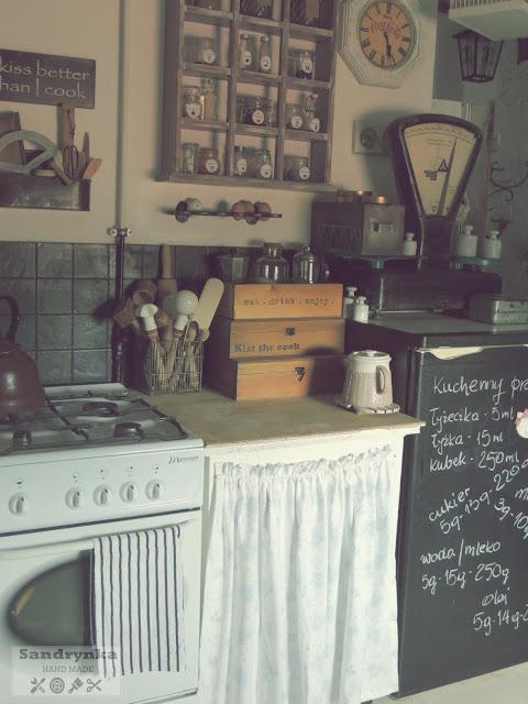 zasłonka w szafce kuchennej
