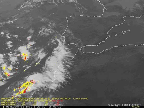 Tormenta eléctrica en Canarias vista desde satélite, jueves 25 octubre 2018
