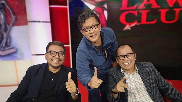 Sudah 2 Kali Rocky Gerung Acungkan 1 Jari Bersama Pendukung Jokowi di Sela ILC