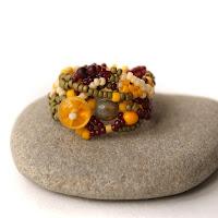 купить Необычное кольцо из бисера. купить Эксклюзивное женское кольцо в стиле фриформ