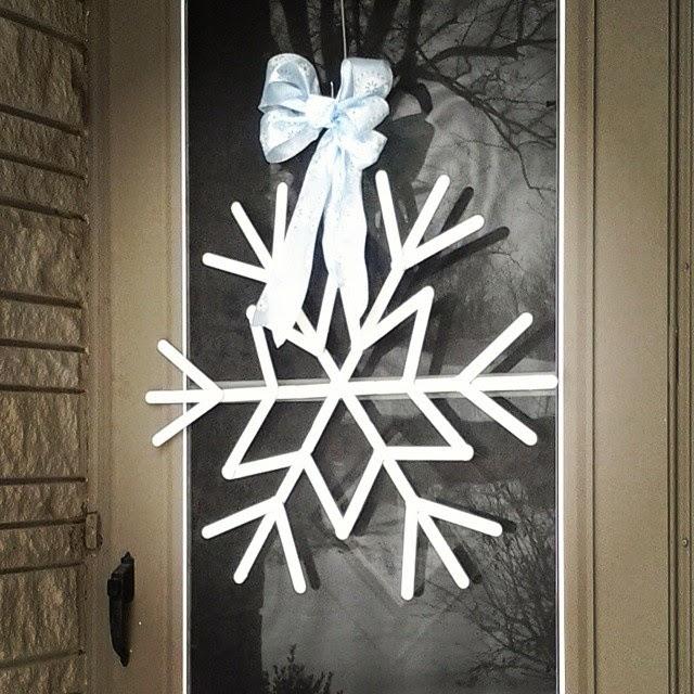 The Happy Little Hive: Snowflake Wreath DIY
