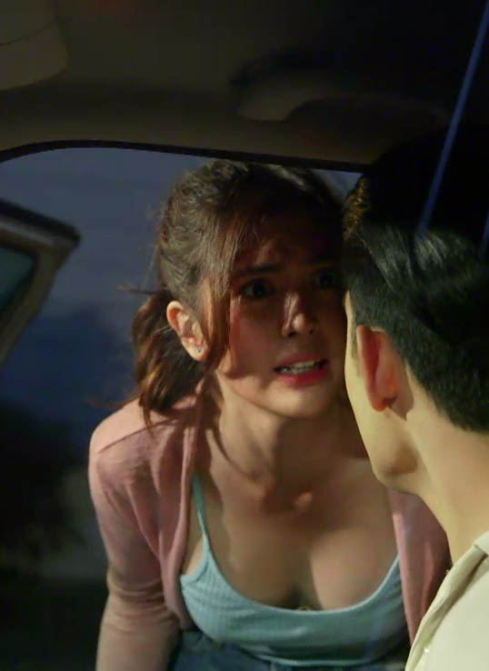 sofia andres sexy cleavage pics 02