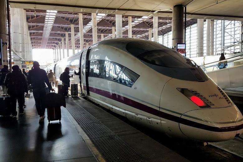 前往巴塞隆納的高鐵列車