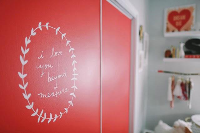 puertas-armario-color-coral-lettering