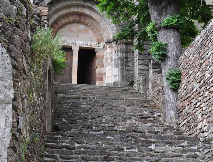 Escalier de l'église de Thines