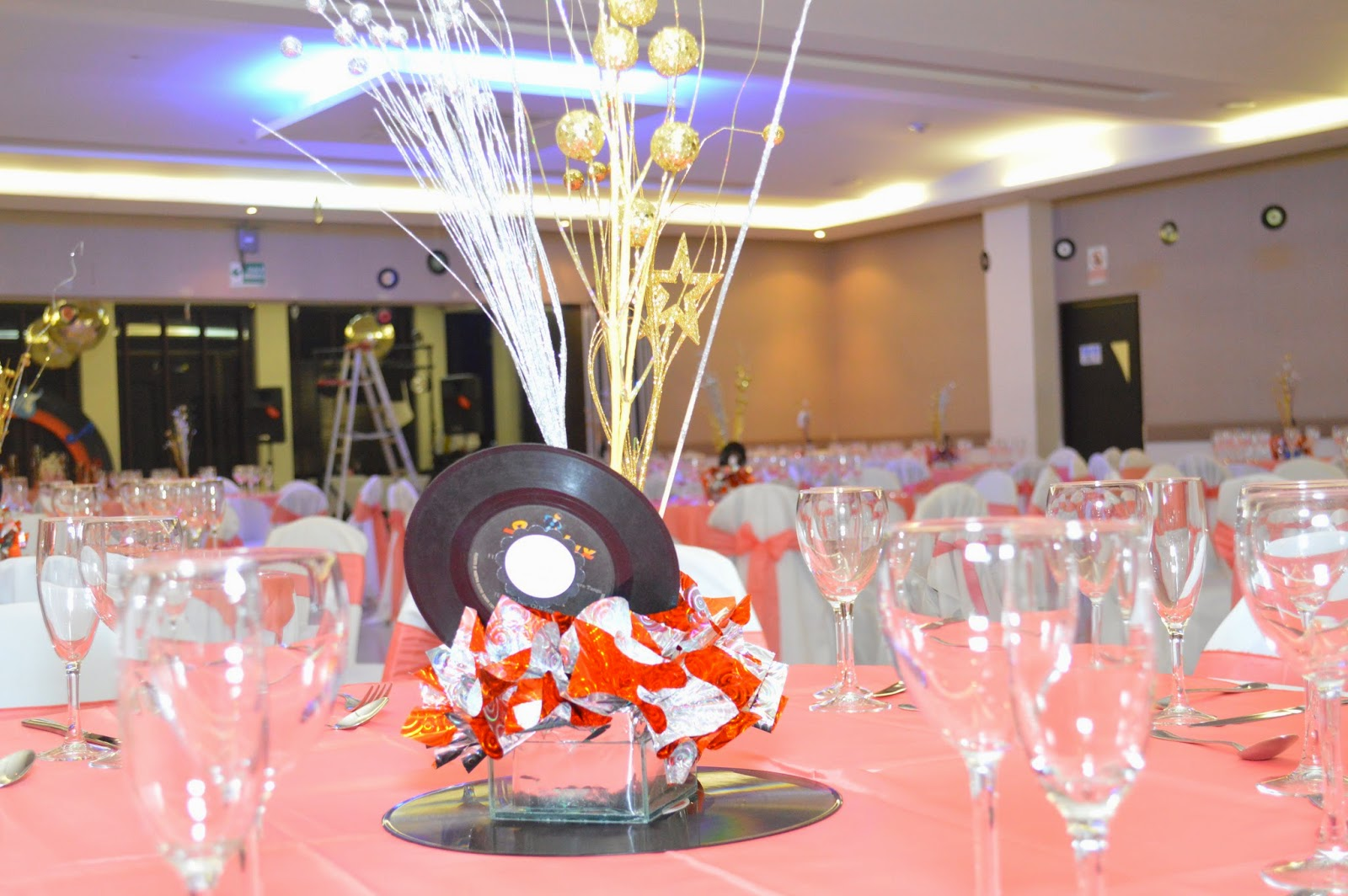 Events planners by maria eva quince a os tematicos a os 60 for Decoracion 60 30 10