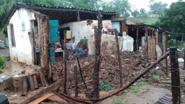 Em Batalha, devido as chuvas teto de casa desaba e deixa família desabrigada