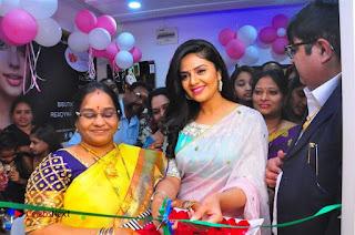 Sreemukhi Launches Manvis Saloon  0073.jpg
