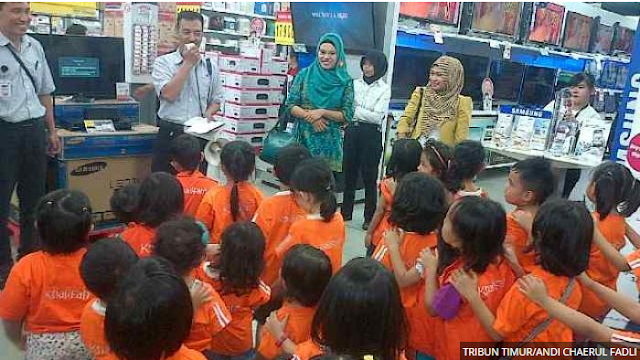 TK Khalifah 3 Makassar Belajar di Carrefour