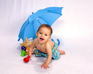Foto Bayi lucu main mainan