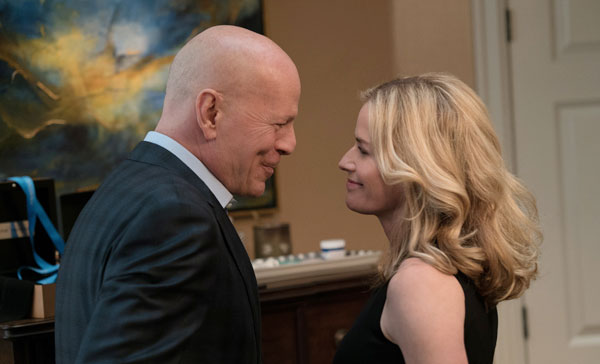 Bruce Willis and Elisabeth Shue in DEATH WISH (2018)