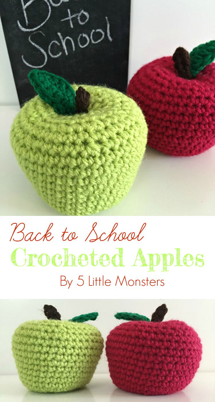 Free pattern for crocheted apples, perfect for back to school, teacher gifts, or play food collections