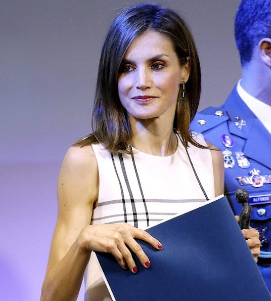 2016 Accion Magistral Awards, Encuentro Accion Magistral Letizia wore Hugo Boss tops, Magrit shoes