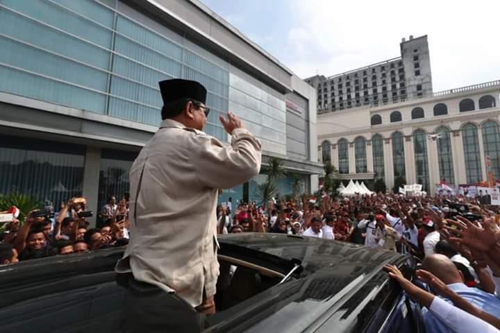 Prabowo Kunjungi Medan, Masyarakat Tumpah ke Jalan