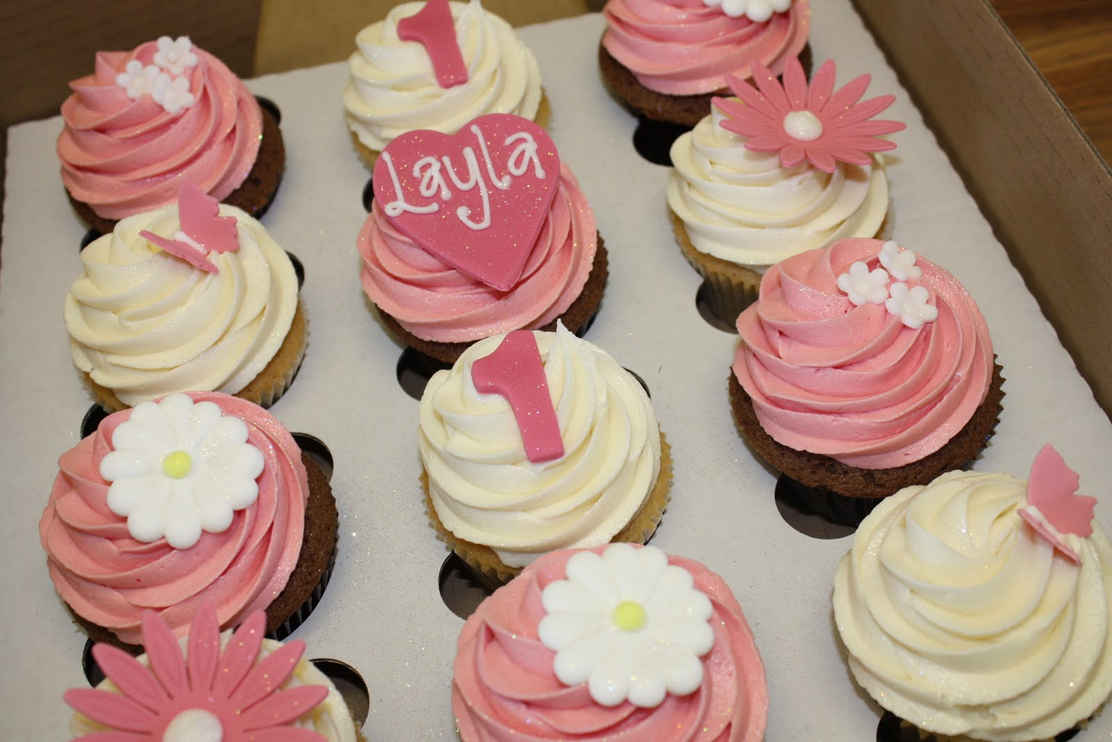The Little House Of Cupcakes: Layla's 1st Birthday
