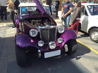 MP Lafer com motor de Dodge Polara adptado na dianteira, com câmbio automático.