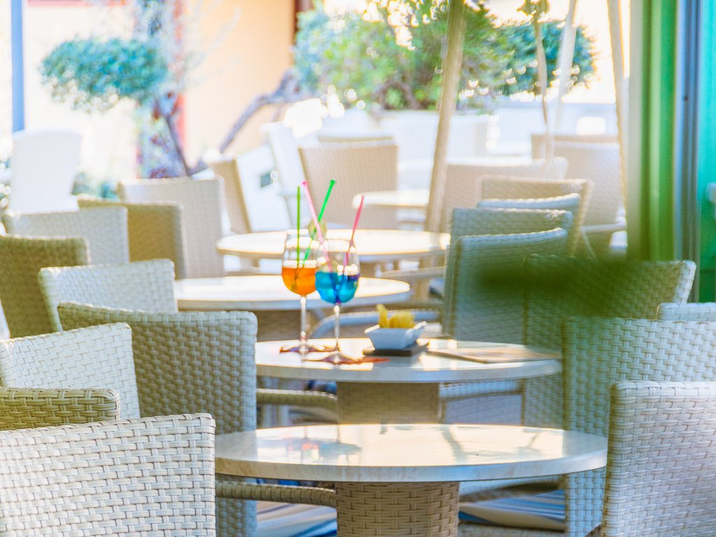 Hotel Las Vegas, Bibione | Italy - A Perfect Holiday Choice for Families - restaurant terrace and cocktails
