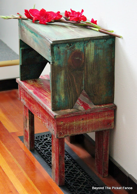 stool, pallet wood, reclaimed wood, paint technique, minwax stain, http://bec4-beyondthepicketfence.blogspot.com/2016/05/1-pallet2-stools.html