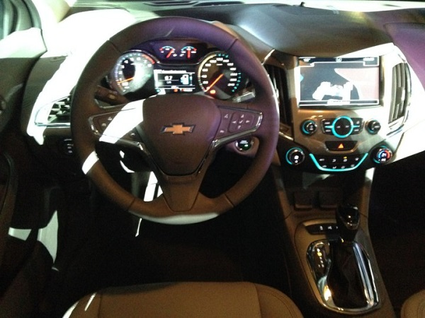 Chevrolet presentó el Cruze II argentino