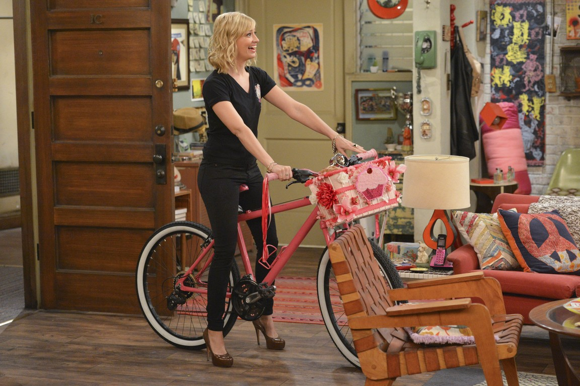 2 Broke Girls - Season 4 Episode 04: And the Old Bike Yarn