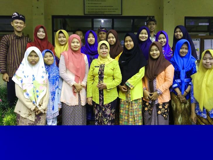 Begini Implementasi Bahasa Daerah dan Pakaian Adat di SMK Muhammadiyah 1  Trenggalek
