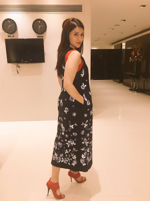 Actress Mannara Chopra Photos