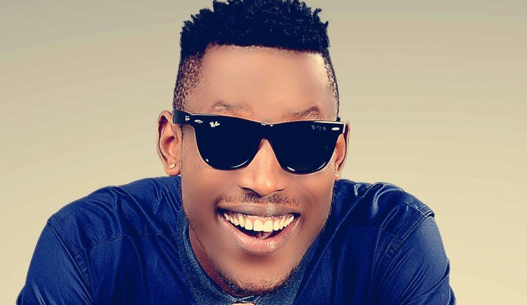 Fuel Scarcity: Mr 2kay And His Crew Fight At A Filling Station In Ajah, Lagos