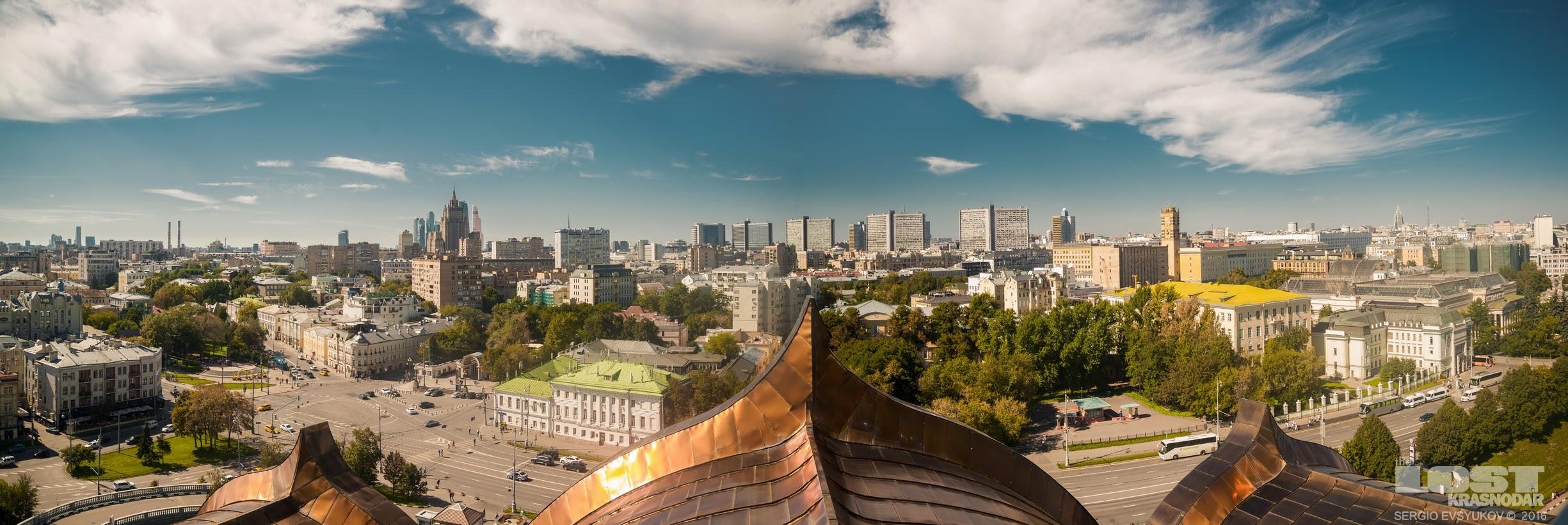 Панорама со смотровой храма Христа Спасителя
