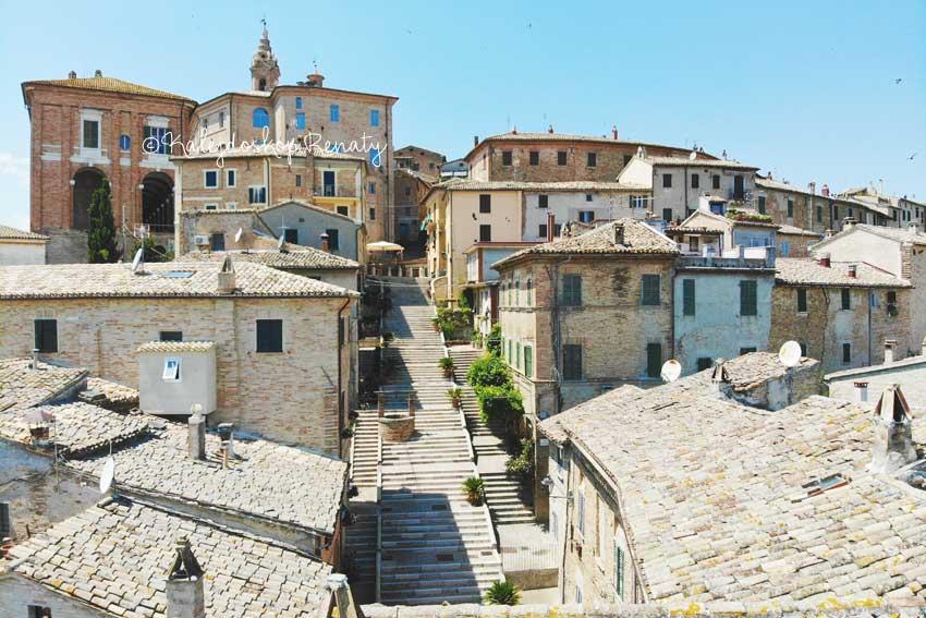 Widok na ulicę Piaggia w Marche