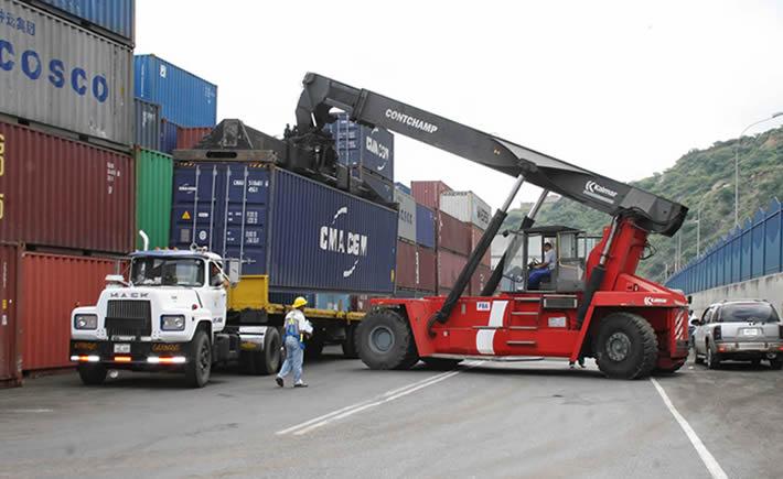 Ricardo Treviño Chapa, titular de la Administración General de Aduanas (AGA), indicó que en México se registran más de 44,000 operaciones y que por las carreteras del país transitan más de 28,000 camiones de carga. (Foto: VI).