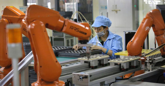 foxconn-robots-640x336 Foxconn wants to automate the manufacture of iPhone Apps