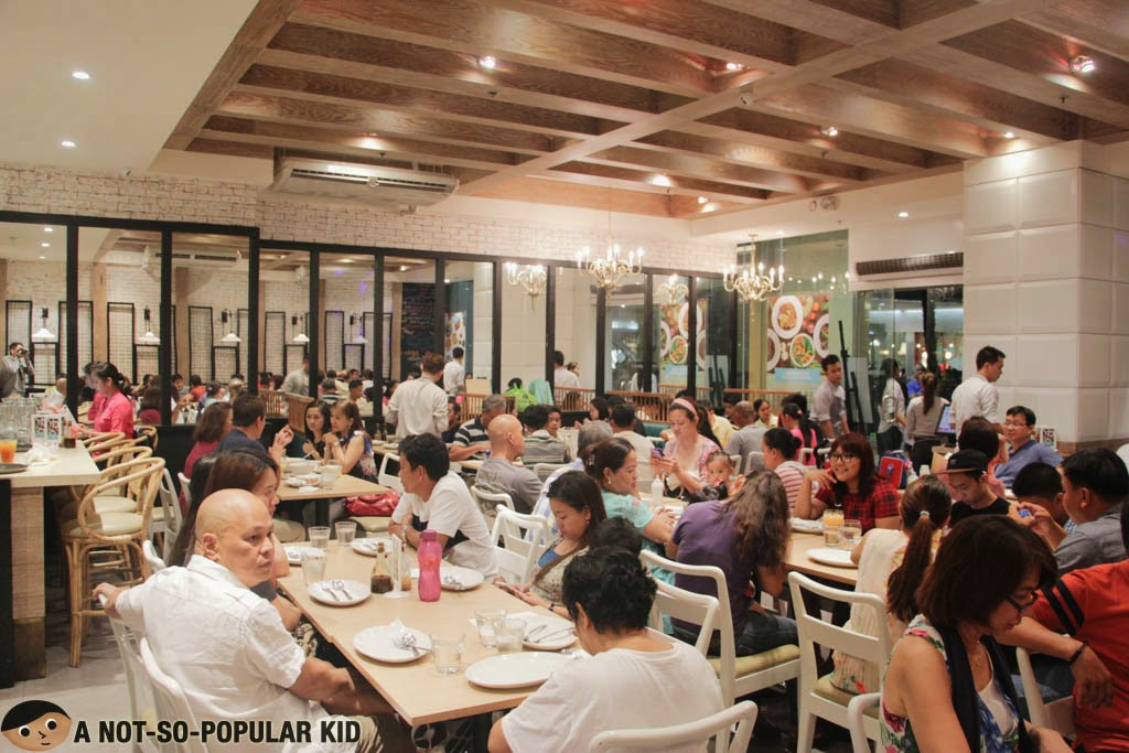 Cramped interior of Manam Comfort Filipino in Mall of Asia