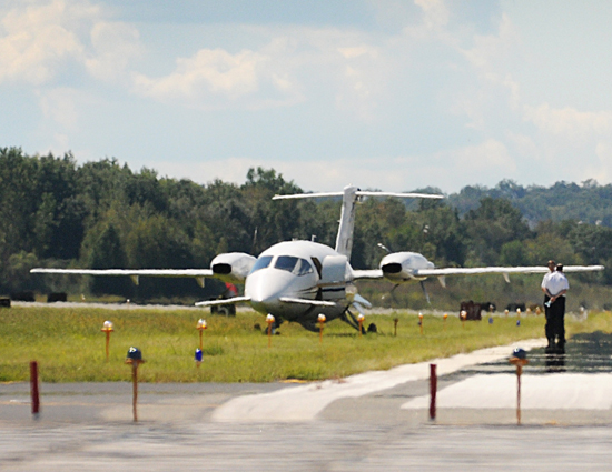 kathryn's report: piaggio p.180 avanti, n146sl: during landing the