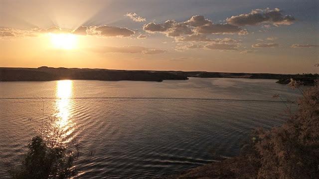 tramonto sul lago Nasser