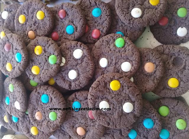 m&m li kurabiyeler