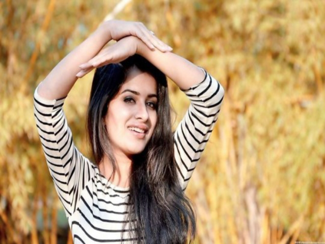 Lovely And Beautiful Punjabi Girls Hd Wallpapers Images Free
