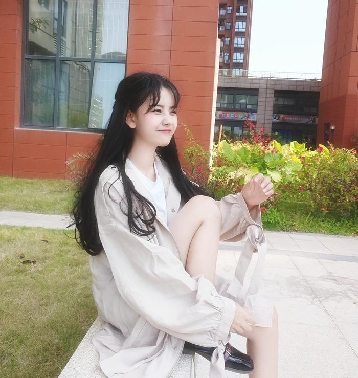 """Nữ sinh 21 tuổi được mệnh danh """"IU phiên bản Trung"""""""