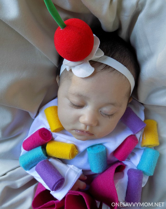 Now your no-sew baby cupcake costume is complete and trick-or-treat ready for babyu0027s first Halloween! This costume is so cute and itu0027s perfect for babyu0027s ...  sc 1 st  One Savvy Mom & One Savvy Mom ™   NYC Area Mom Blog: No-Sew DIY Baby Cupcake Costume ...