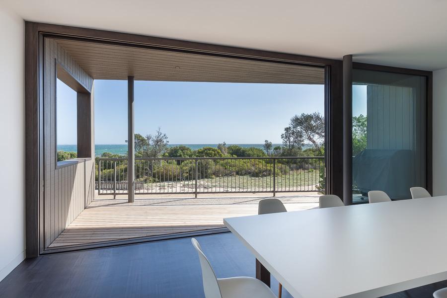 Simplicity love residence j c australia open studio for Architecture design studio pty ltd
