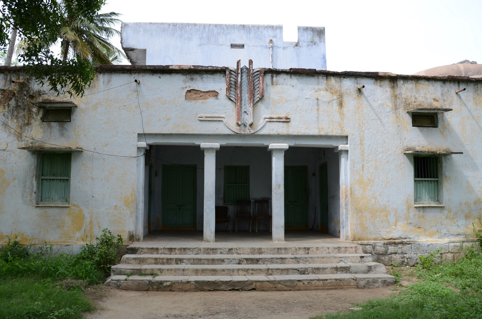 old colonial style house in Telangana  near Bhongir Fort