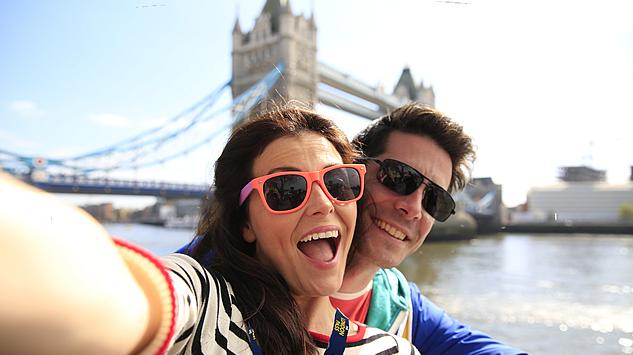 Penelitian: Foto Selfie dan Upload di Medsos Bikin Bahagia