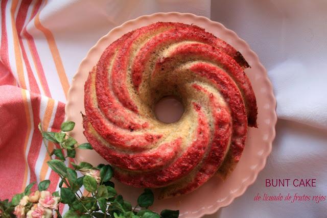 bundt cake de frutos rojos, bizcocho de frutos rojos, licuado de frutos rojos