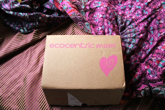 Ecocentric Mom Subscription Box Review. Eco friendly subscription box. Green subscription box. Natural products for mom and baby. Vegan beauty products. Vegan baby products. Eco friendly baby products.